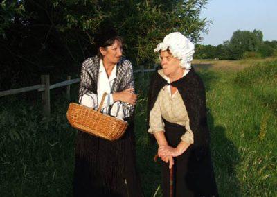 Granny Trill (Su Toogood) renews her bitter rivalry with Granny Wallon (Carolyn Jones)