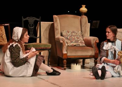 Sisters Amy (Laura Potente) and Beth (Tabitha Havenhill)