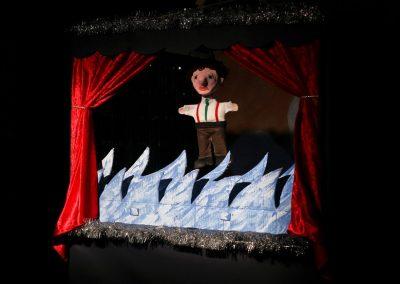 Puppet show Thomas