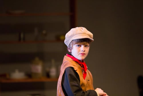 Alfie Lewis as Young Pip