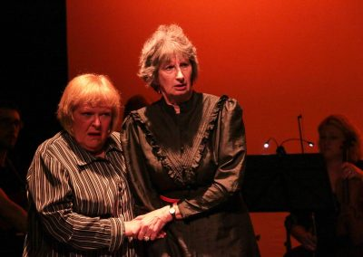 Annette and Patrizia Capulet (Peggy Reading and Su Toogood)